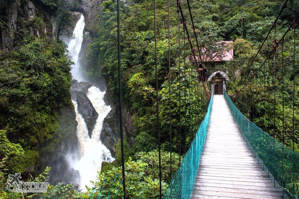 הר ההר ומפל באנדים באנוס אקוודור