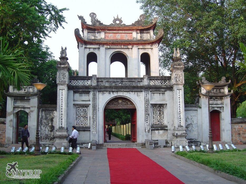 מקדש הספרות טיול בווייטנאם