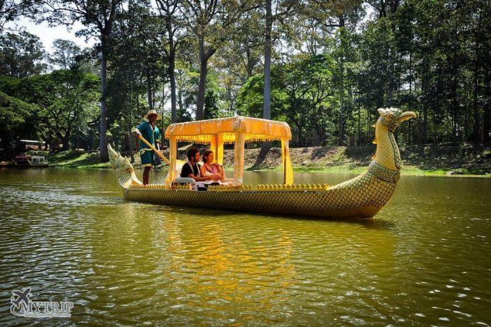שייט בסירות מסורתיות בווייטנאם