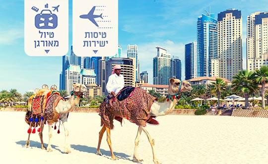 איש על גמל על החוף בדובאי