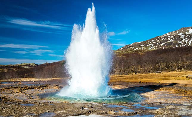 גייזר סטרוקר בהתפרצות מעגל הזהב איסלנד