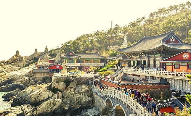 מקדש האדונג יונגגונג בבוסאן דרום קוריאה
