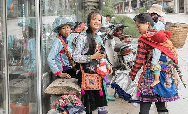 GIAY WOMEN SAPA VIETNAM